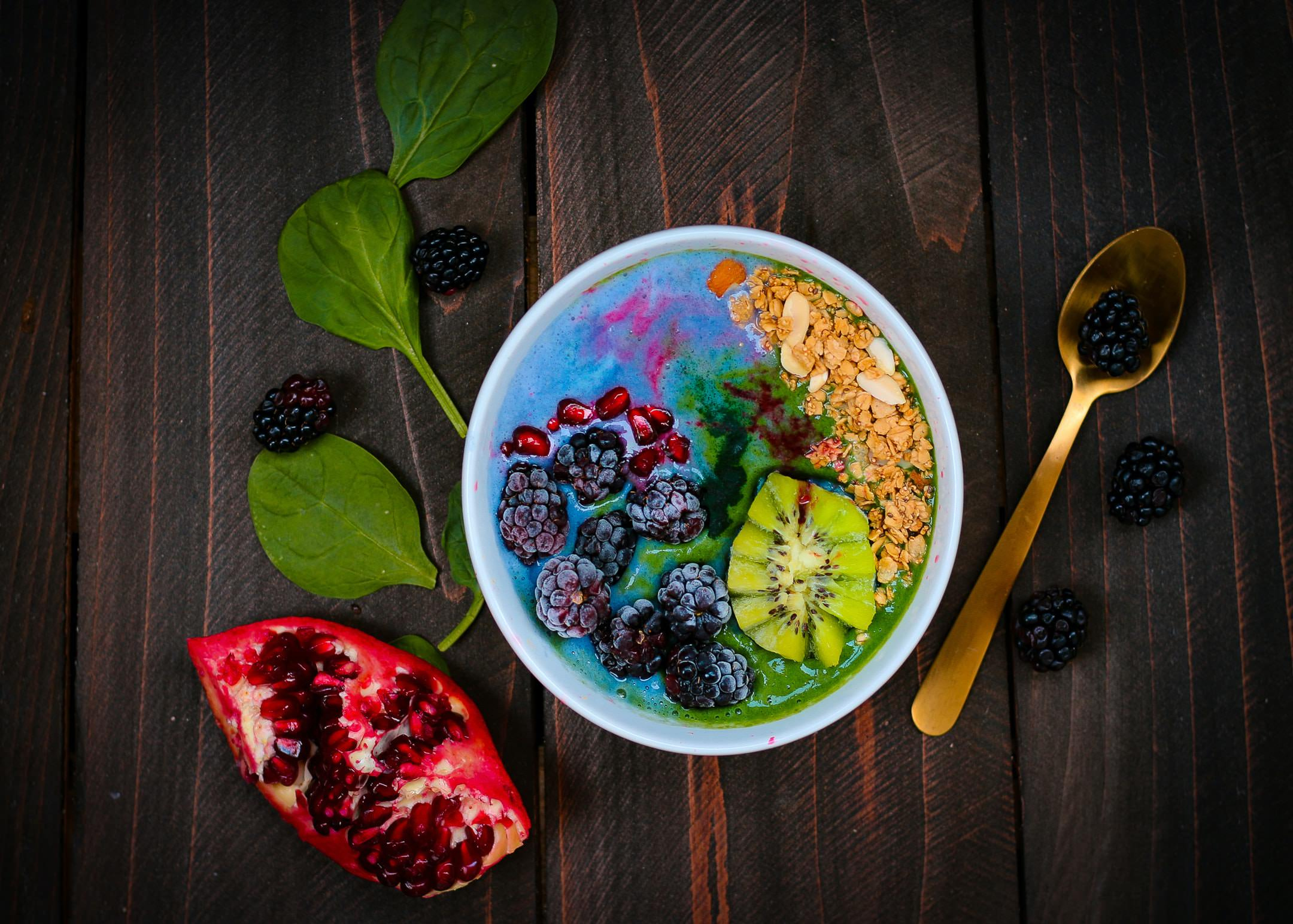 smoothy bowls are a great way to biohack your breakfast